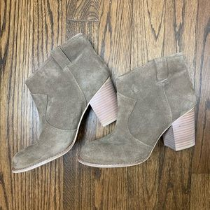 Splendid suede leather booties